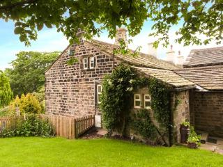 YATE COTTAGE, ground floor, gas-fired stove, WiFi, garden with furniture, Ref 913883 - Oxenhope vacation rentals