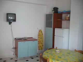 Cozy 2 bedroom Trebisacce Condo with A/C - Trebisacce vacation rentals