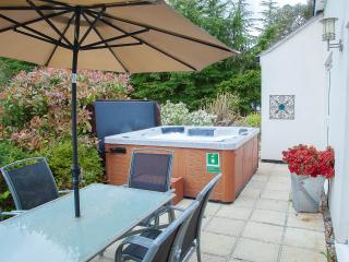 Lovely Cottage with Internet Access and Hot Tub - North Burlingham vacation rentals