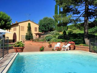 Beautiful detached Tuscan villa in Chianti hills featuring private outdoor pool, terrace and garden - San Gimignano vacation rentals