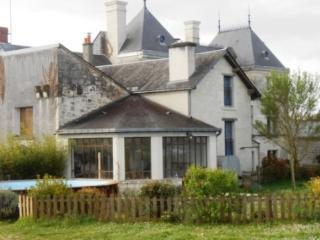 CHATEAU FOUQUET - Gite 4 à 5 P - Montreuil-Bellay vacation rentals
