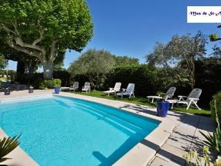 Nice Gite with Internet Access and Television - Molleges vacation rentals