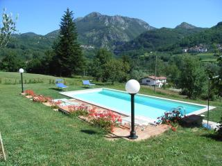 Casa Natalina, pool and Wi-Fi - Villa Collemandina vacation rentals