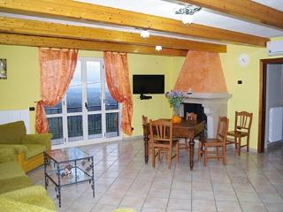 Cozy 3 bedroom Villa in Avella with Deck - Avella vacation rentals