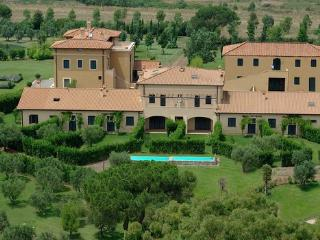 Perfect 18 bedroom B&B in Pomezia with Internet Access - Pomezia vacation rentals
