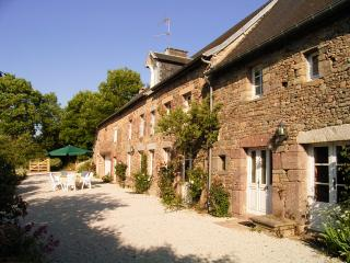 Le Mesnil Gonfroy farmhouse, private pool & garden - Hambye vacation rentals