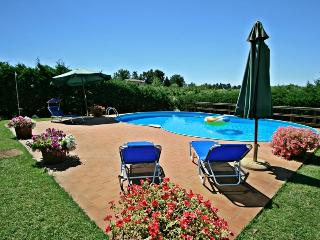 Impressive stone-built cottage with private grounds and pool close to medieval Tuscan town of Colle Val d'Elsa - Colle di Val d'Elsa vacation rentals