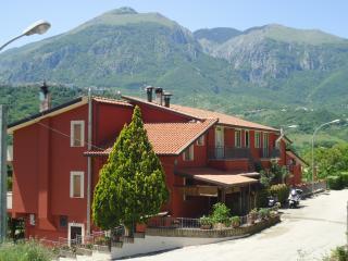 Bright 9 bedroom Farmhouse Barn in Casoli - Casoli vacation rentals