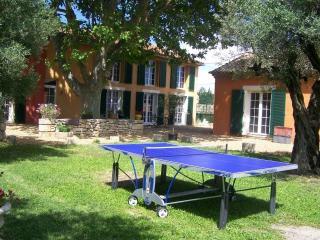 Mas du Clos de la Tour: Gîte des lauriers - Beaucaire vacation rentals
