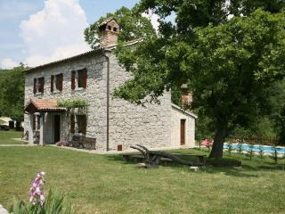 Nice House with Internet Access and Garden - Roc vacation rentals