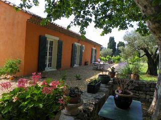 Mas du Clos de la Tour : Gîte des Cyprès - Beaucaire vacation rentals