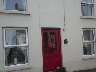 Beautiful 3 bedroom House in Bushmills with Parking Space - Bushmills vacation rentals