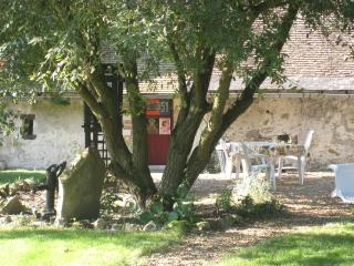 Nice House with Internet Access and Television - Linières-Bouton vacation rentals
