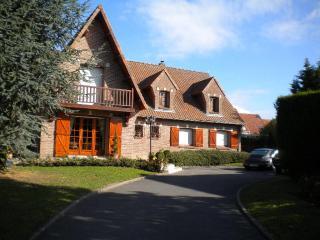 LE CEDRE BLEU  Chambres d'Hôtes, Gîte. - Arras vacation rentals