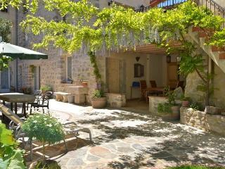 Holidays in Lagrasse; Stunning Garden Studio. - Lagrasse vacation rentals
