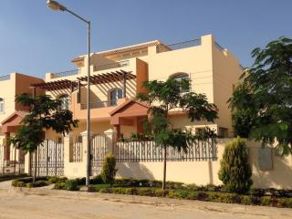 Furnished Villa - Dreamland - Ideal for groups - Giza vacation rentals