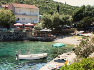 Big apartment for 7 persons on the sea - Pokrivenik vacation rentals