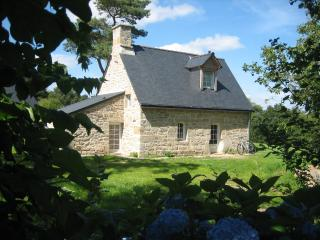 Romantic 1 bedroom Pontivy Cottage with Internet Access - Pontivy vacation rentals