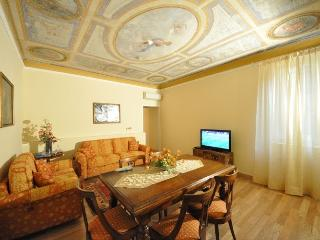 Luxury flat in Florence city centre, 3 bedrooms, sleeps 7 - Florence vacation rentals