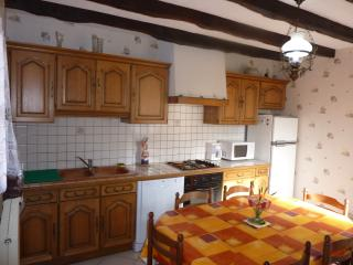 Cozy 3 bedroom Aurillac Gite with Dishwasher - Aurillac vacation rentals