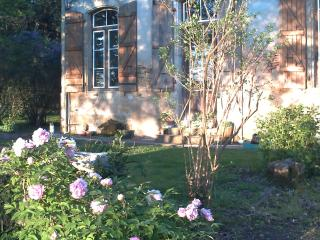 MANOIR DE BUROSSE  grande chambre étage - Eauze vacation rentals