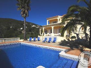 Cerca da Eira Luxury Villa - Big Pool, Wifi, Games - Santa Barbara de Nexe vacation rentals