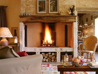 Perfect 2 bedroom Farmhouse Barn in Perigueux with Internet Access - Perigueux vacation rentals