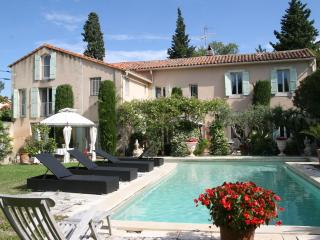 Charming House in Villeneuve-les-Avignon with Dishwasher, sleeps 12 - Villeneuve-les-Avignon vacation rentals