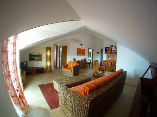 Casa Bahia 10 Elegante tutto Super 2 camere 125mq. - Santa Maria vacation rentals