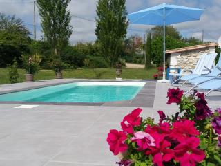 Comfortable 3 bedroom Guest house in Loubes-Bernac - Loubes-Bernac vacation rentals
