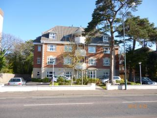 2 bedroom Condo with Internet Access in Bournemouth - Bournemouth vacation rentals