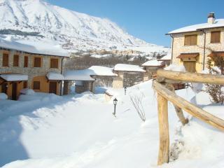 Appartamento bilivelli i Cerri - Rocca di Cambio vacation rentals
