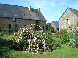 Comfortable Cottage with Internet Access and Television - Saint-Germain-en-Cogles vacation rentals