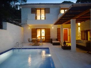 4 bedroom Villa with Internet Access in Rogac - Rogac vacation rentals