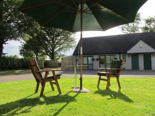Romantic 1 bedroom Enniskillen Cottage with Internet Access - Enniskillen vacation rentals