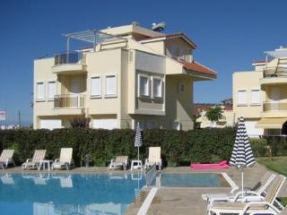VILLA PRESTIGE 5; 4 bed spacious detached villa only 450 metres from the beach, sleeps 8 - Side vacation rentals