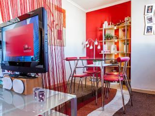 Del Cid. Next to metro. Direct line from airport. - Valencia vacation rentals
