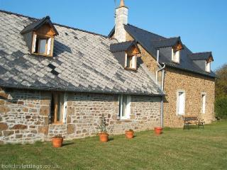 2 bedroom Gite with Internet Access in Carelles - Carelles vacation rentals