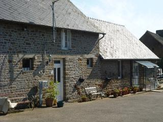 Lovely Gite with Internet Access and Dishwasher - Carelles vacation rentals