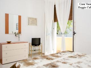 Bright 1 bedroom Reggio di Calabria Condo with Internet Access - Reggio di Calabria vacation rentals