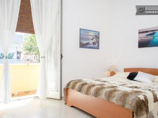 """Casa Vacanze """"Nel Cuore di Reggio"""" - Monolocale a Reggio Calabria con WiFi - Reggio di Calabria vacation rentals"""