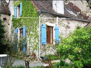 Charming 3 bedroom House in Montmorillon with Dishwasher - Montmorillon vacation rentals