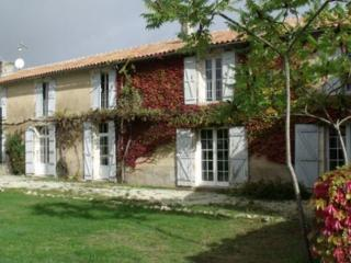 Comfortable 2 bedroom Gite in Chadurie - Chadurie vacation rentals