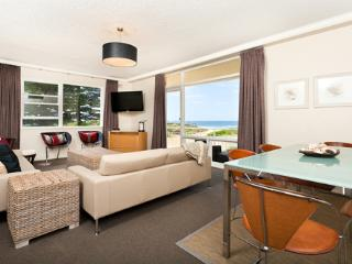 Newport Sea-Breeze (Absolute Beachfront) - Narrabeen vacation rentals