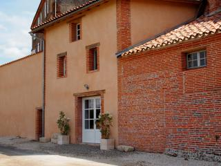 Beautiful Gite with Internet Access and Satellite Or Cable TV - Saint-Nicolas-de-la-Grave vacation rentals