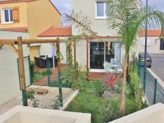 villa neuve moderne avec jardin, barbecue - Elne vacation rentals