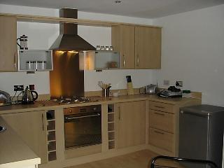 2 bedroom Apartment with Dishwasher in Llanelli - Llanelli vacation rentals