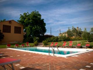 2 bedroom Condo with Shared Outdoor Pool in Castelfiorentino - Castelfiorentino vacation rentals