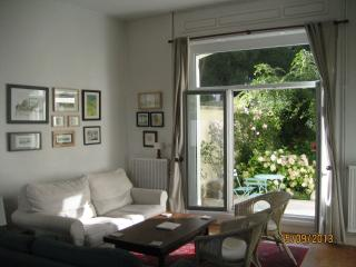 The Master Brewer's house, with sunny garden - Montreuil-sur-Mer vacation rentals