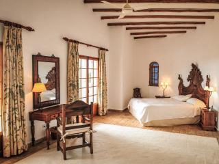 Comfortable 4 bedroom Villa in Santa Barbara de Nexe - Santa Barbara de Nexe vacation rentals